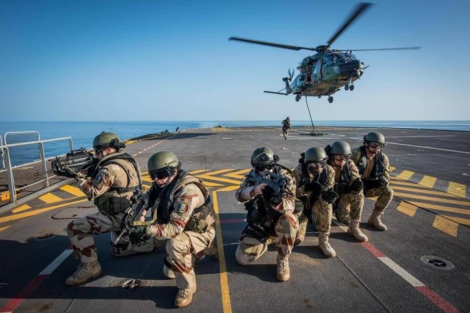عناصر القوات المسلحة المصرية يظهرون بدون سلاح في تدريب مشترك