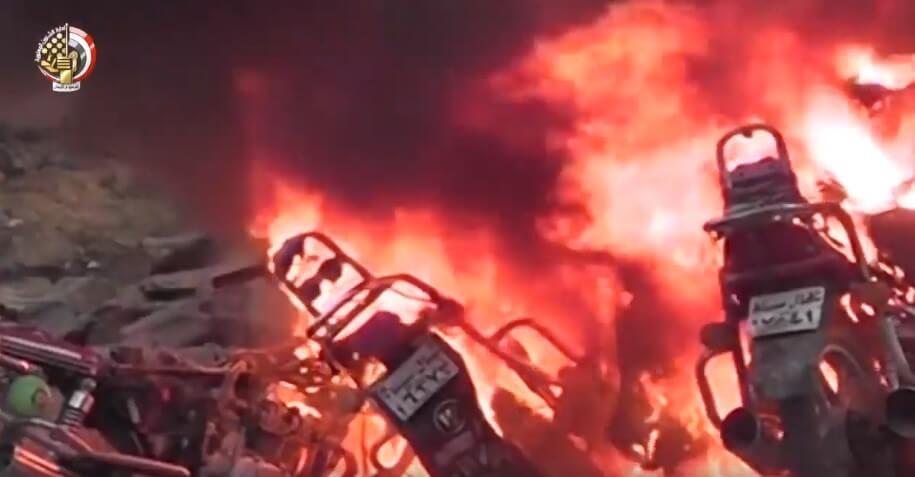صورة رسمية تظهر أن الدراجات التي يتم حرقها تحمل لوحات معدنية