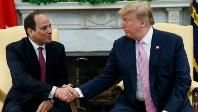 Photo of مصر تنزلق بشكل خطير بعيداً عن الديمقراطية