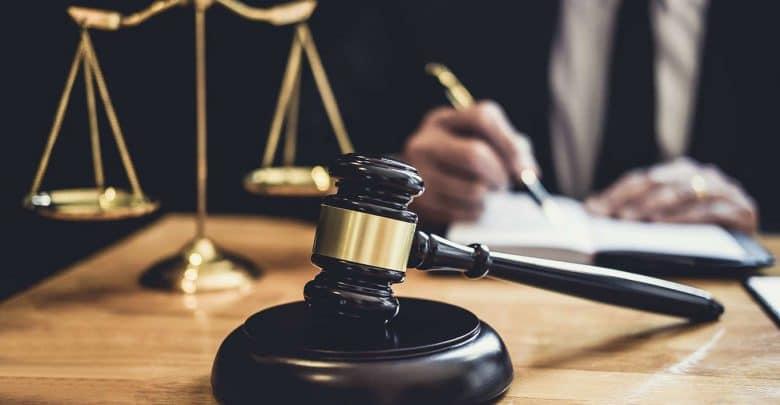 الحق في المساعدة القضائية والاستعانة بالمحامين