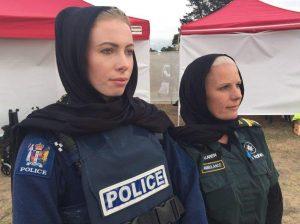 نساء من الشرطة النيوزلندية تضع الحجاب تضامنا مع المسلمين